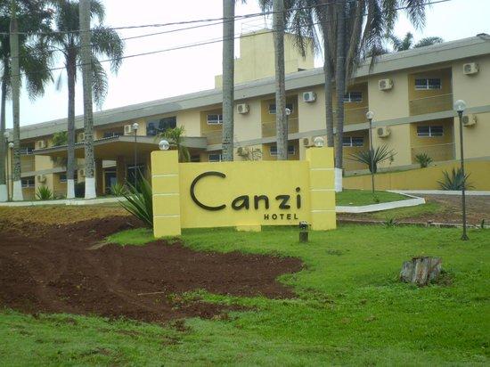 Canzi Cataratas Hotel: Ingreso