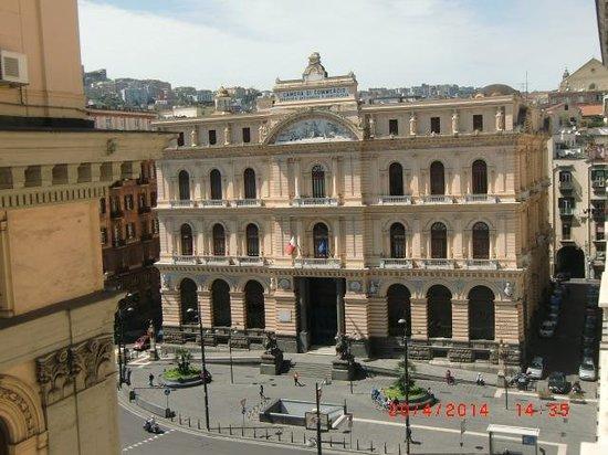 Hotel Le Orchidee: Veduta sulla piazza