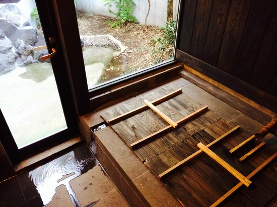 Asono Yamaboshi: Indoor Onsen tub (covered when not in use)