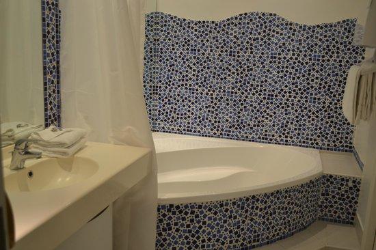 Le Quai Des Princes: salle de bain