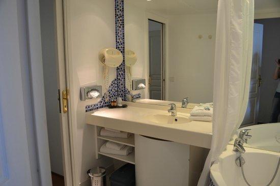 Le Quai Des Princes : salle de bain