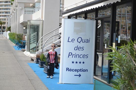 Le Quai Des Princes : l'entree de l'hotel