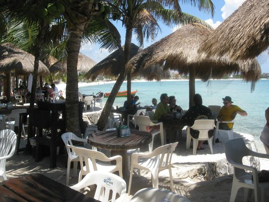 La Buena Vida Restaurant: Restaurant and Beach View