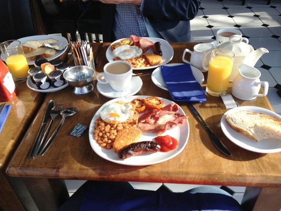 The Badger Inn: Our huge and delicious full english breakfast at the hotel