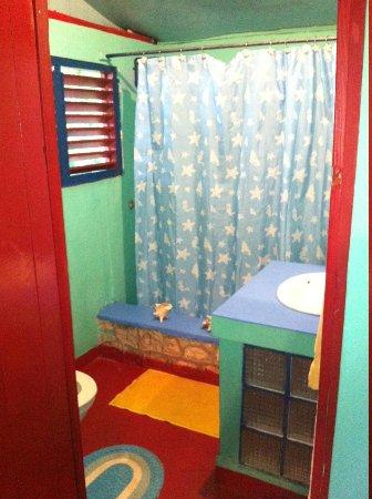 Banana Shout Resort: Bathroom