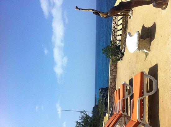 Banana Shout Resort: Beach Area