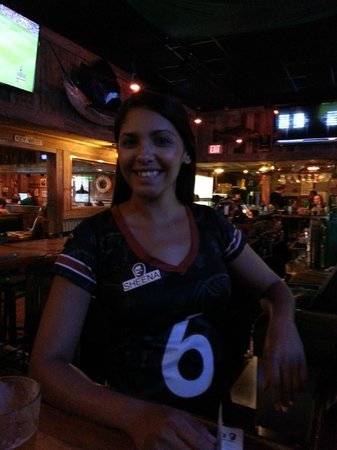 Flanigan's Seafood Bar & Grill: Sheena, the bartender.  A very nice young lady who was attentive and efficient.