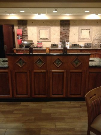 Hampton Inn & Suites Youngstown - Canfield : Breakfast area