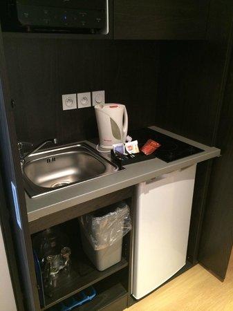 Seven Urban Suites Nantes Centre : kitchinette dans la chambre