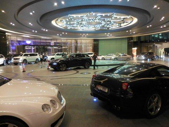 Jumeirah at Etihad Towers: Arrival area - Thursday evening (weekend)