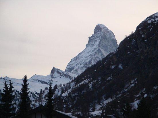 BEST WESTERN PLUS Alpen Resort Hotel : テラスから見たマッターホルン