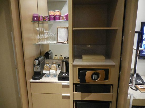 Jumeirah at Etihad Towers: Minibar including Nespresso and Safe, Deluxe room