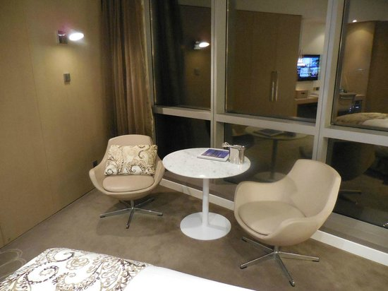Jumeirah at Etihad Towers: Seating Area Deluxe room