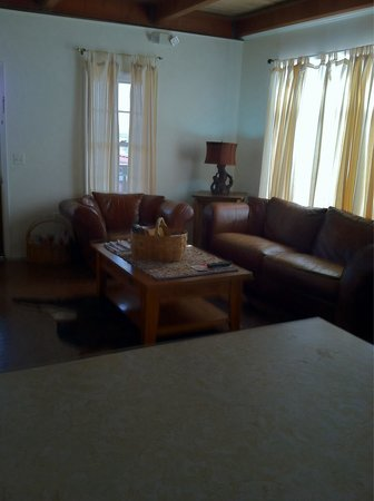 T. Miller's Tombstone Hotel: Living Room