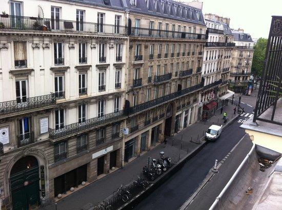 Midnight Hotel Paris : Uitzicht vanaf de 5e verdieping (kamer 503)