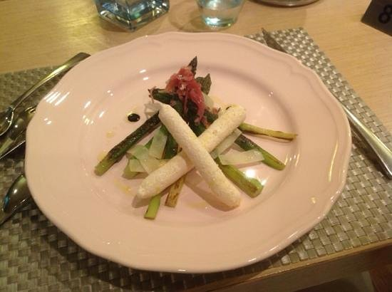 Restaurant Comte Roger: Закуска с домашней ветчиной и пармезаном
