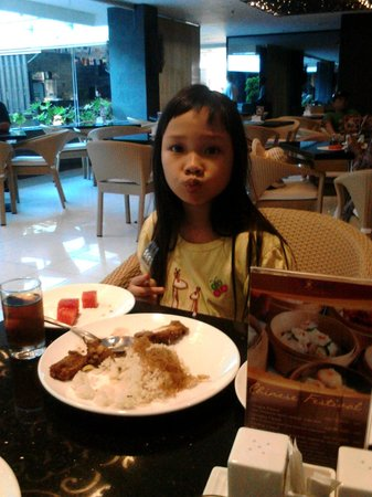 Solaris Hotel Kuta : makan pagi dulu aahh ...