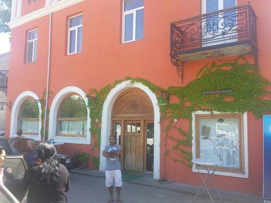 Kakhelebi : The restaurant from outside.