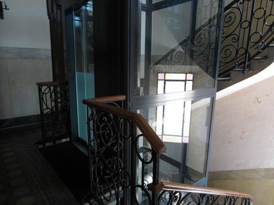 Hotel Panizza: Hotel lift