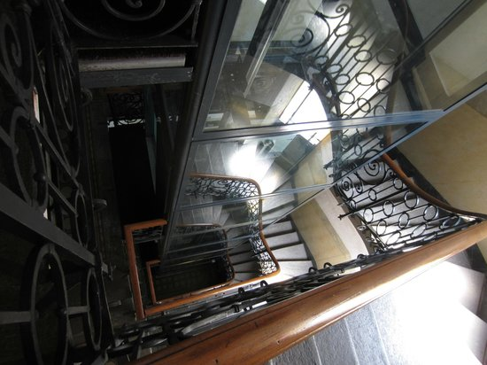 Hotel Panizza : Hotel stairway - there are also apartments in the same building