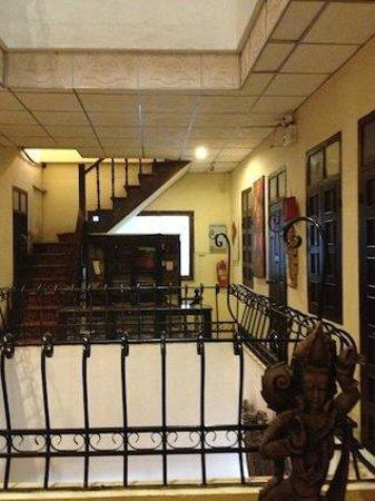 Inter City Boutique Hotel: アンティーク家具が飾ってあったりして雰囲気は悪くない。