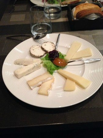 Hotel Ovest : antipasto formaggi