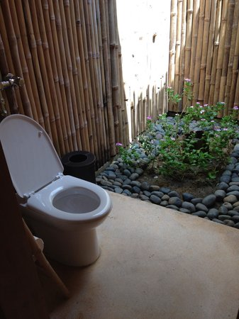 Six Senses Con Dao: Relaxing restroom