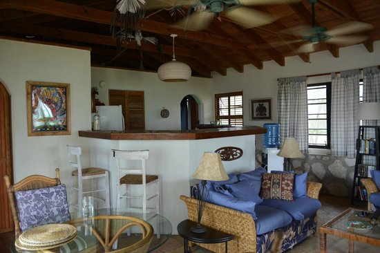 Pigeon Cay Beach Club: Living and kitchen space