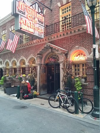 McGillin's Olde Ale House: out front