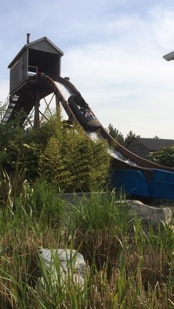 Wicksteed Park : Rocky river falls log flume
