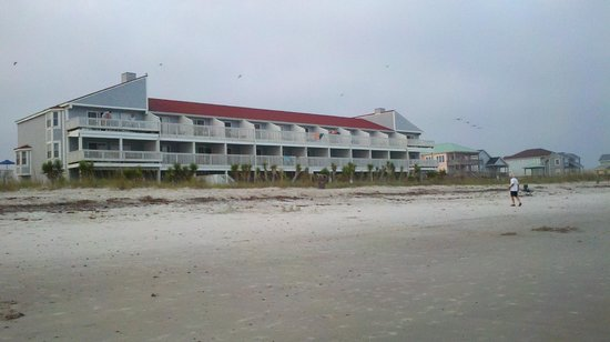 Ocean Crest Motel: View of hotel from beach. Look how close to the beach!