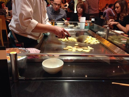 Sapporo Teppanyaki - Manchester: Preparing the chips for the catch game!