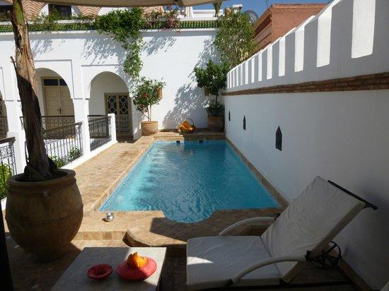 Riad Clémentine: Magnifique piscine