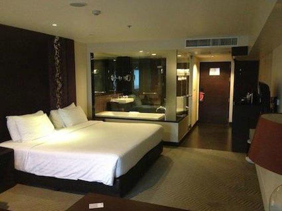 Furama Silom: ベッドからバスルームが丸見えなんです。