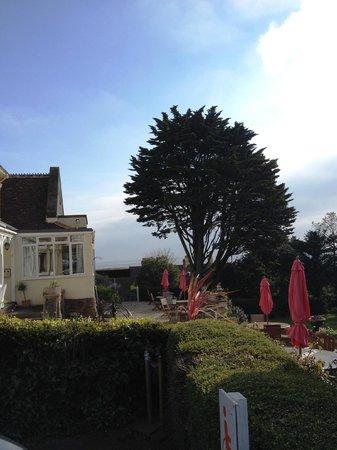 Northfield Hotel: Hotel facing the garden