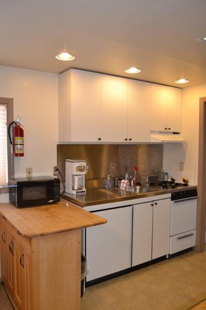 Tamarack Lodge At Bear Valley : Small Kitchen in the Barn