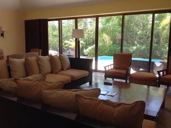 Fairmont Mayakoba: living room with private pool view