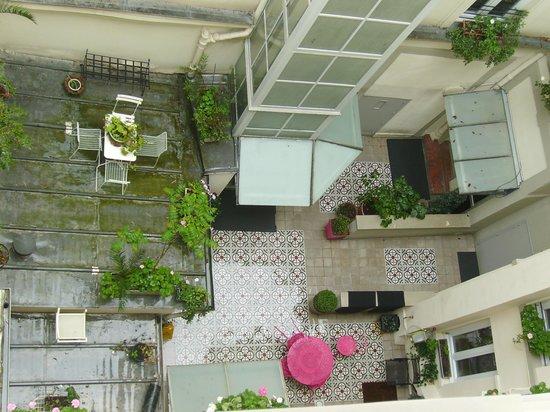 Hôtel Excelsior Latin: Blick in den netten Innenhof