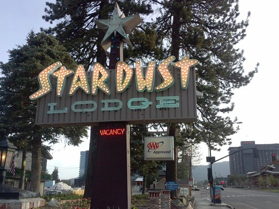 Stardust Lodge: Easily Identifiable Signage to the property