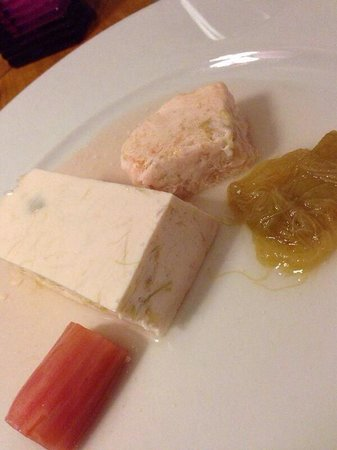 Restaurant Chez Amis: Selection of rhubarb desserts, all delicious!
