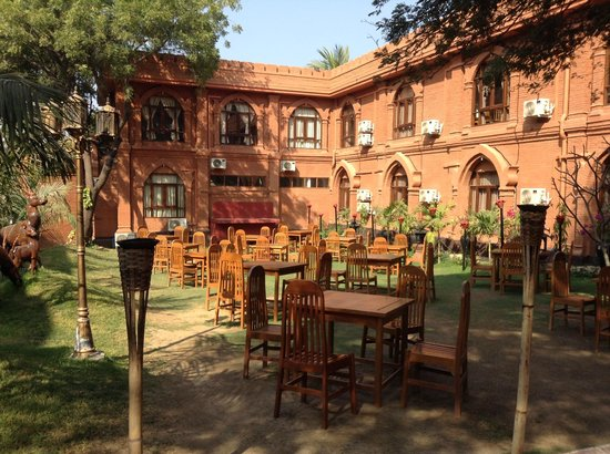 The Floral Breeze Hotel Bagan: Jardim no Floral Breeze onde tomei Café da Manhã