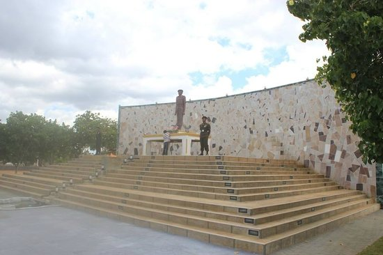 Elephant Pass: Gamini Kularatne memorial monument