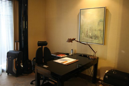 Pudi Boutique Hotel: Desk