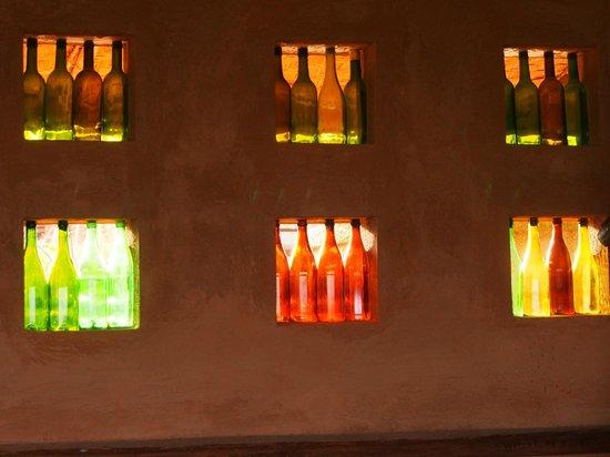 Bakiga Lodge: Recycled wine bottles used as windows