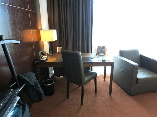 Sheraton Porto Hotel & Spa : Desk in room suite, top floor.