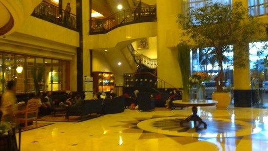 Hotel Menara Peninsula: suasana lobi