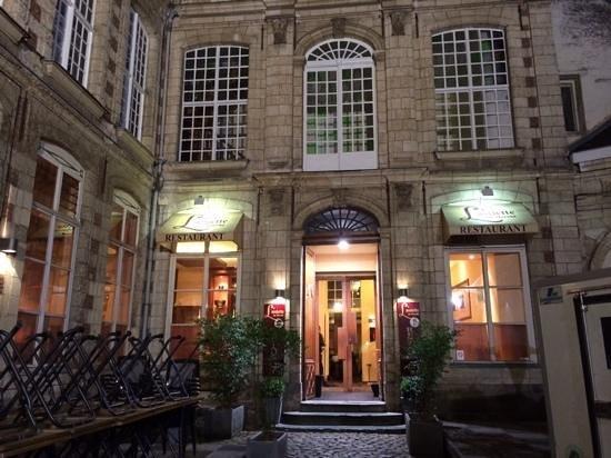 Courtyard setting for L'Assiette du Marche