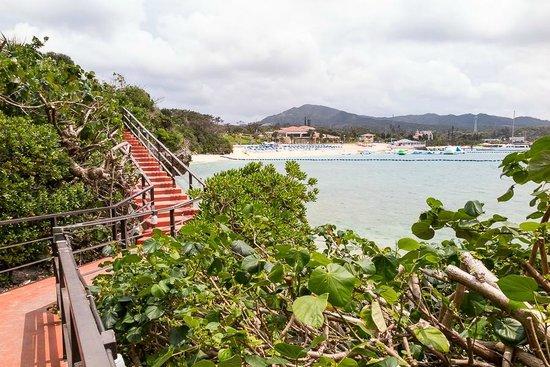 ANA InterContinental Manza Beach Resort: Walking path to the second pool or restaurants