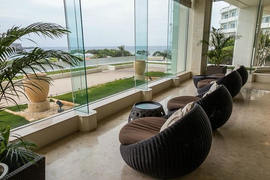 ANA InterContinental Manza Beach Resort: View from Lobby relaxing chairs 1st floot