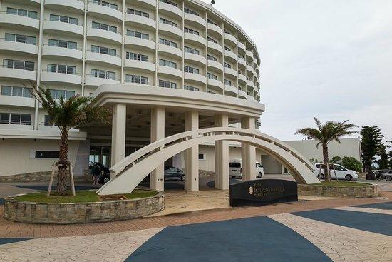 ANA InterContinental Manza Beach Resort: Hotel entrance-front
